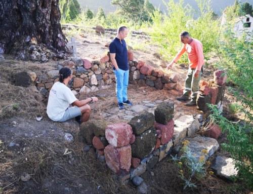 Los visitantes al Pino de La Virgen de El Paso, podrán acceder a las ruinas de la antigua Capilla de forma controlada.