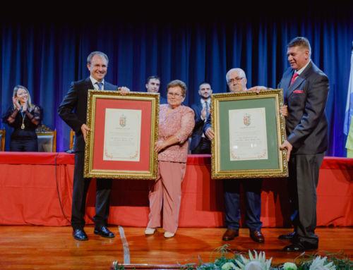 El Paso concede los títulos de Hija Adoptiva a Mª Solbeida Marante y de Hijo Predilecto a Antonio Manuel Bermúdez